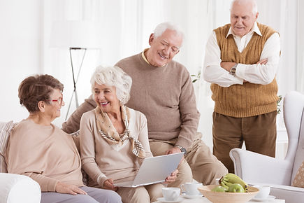 elder-woman-uses-laptop-P7HXE7M.jpg