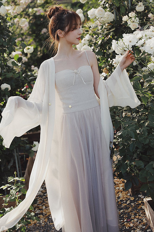 MOLIFUSU | White Lotus Embroidered Kimono