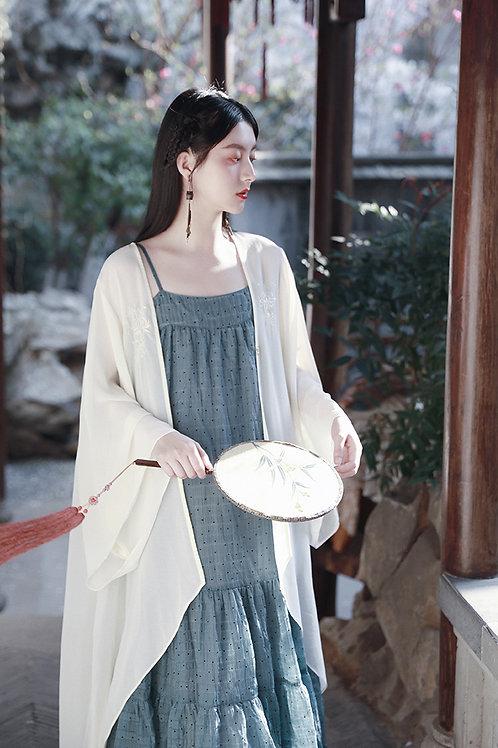 MOLIFUSU   White Lotus Embroidered Kimono