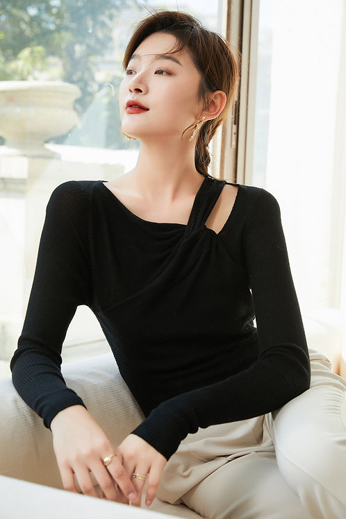 Ecru Emissary | Larura Black Knit Top