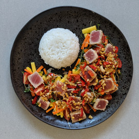 Asian Fusion Tuna Steak with Mango Salad : Blue Label