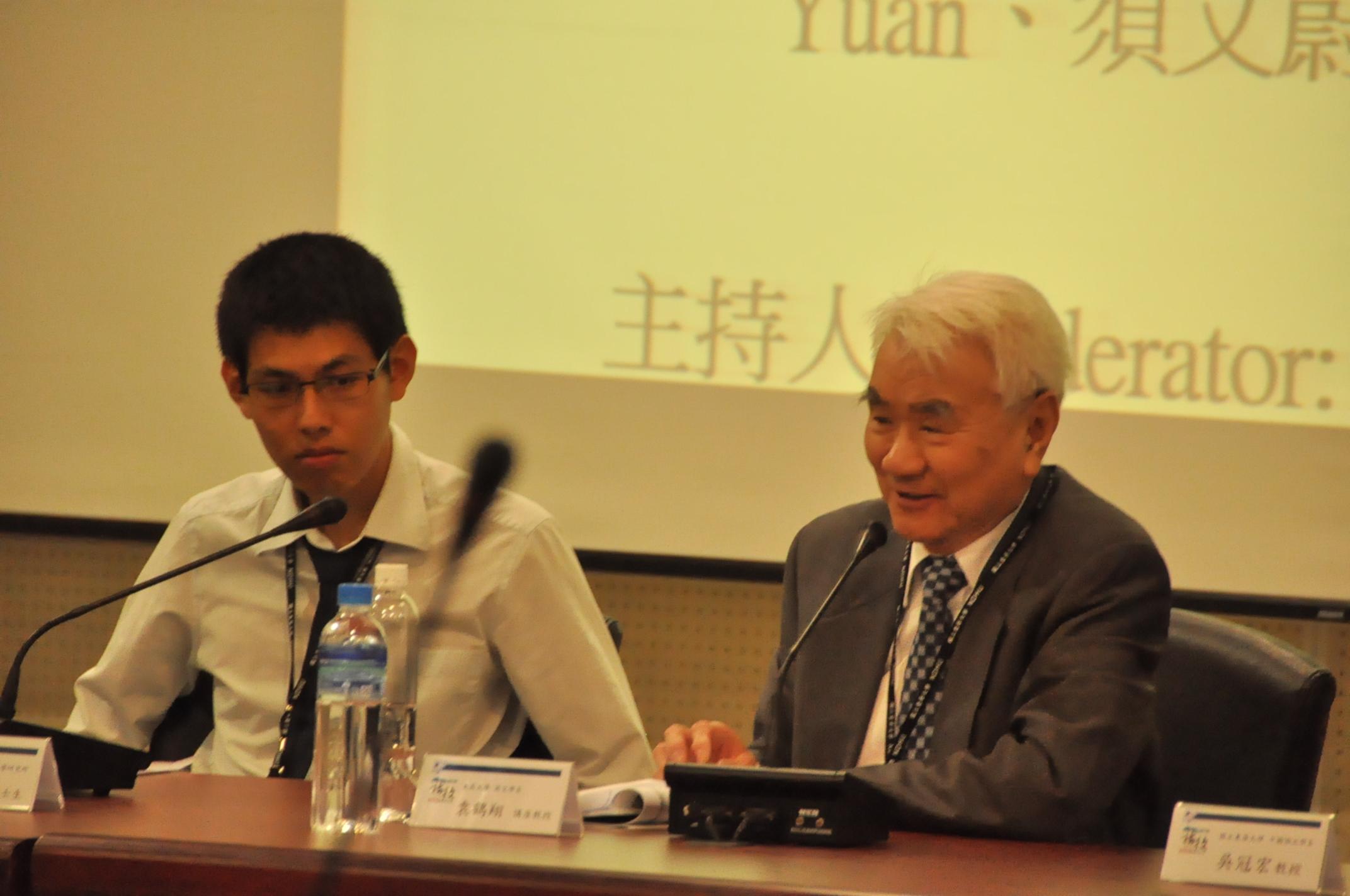 論文發表V 利文祺(左)、袁鶴翔(右)