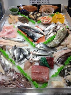 Fyne fish wets fish counter