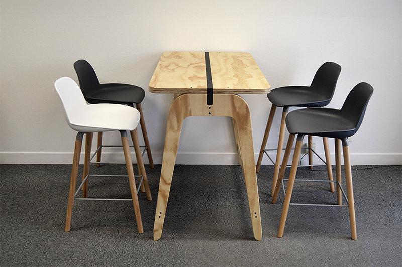bureau-et-chaises.jpg