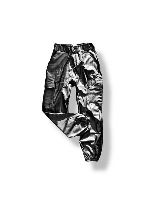 Pantalón cargo faux leather