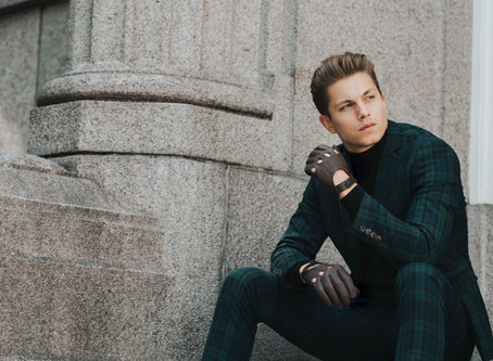 New campaign: leather gloves online