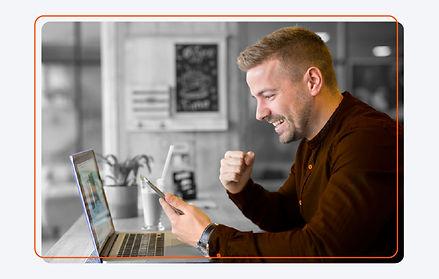 Dentista acessando o software pelo celular
