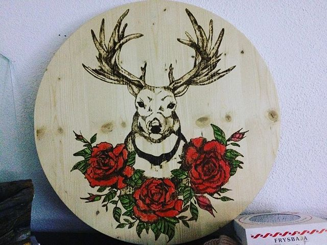 In process #pyrography #woodworking #schützenscheibe #hirsch #roses #woodbrand #woodburning