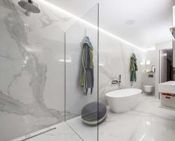 bathroom (5)_edited.jpg