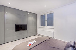 A clean, minimalist look for this no-fuss bedroom