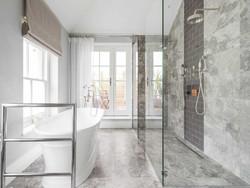 bathroom (6)_edited.jpg