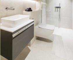 bathroom (7)_edited.jpg