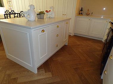 kitchen island.JPG-500px.jpg