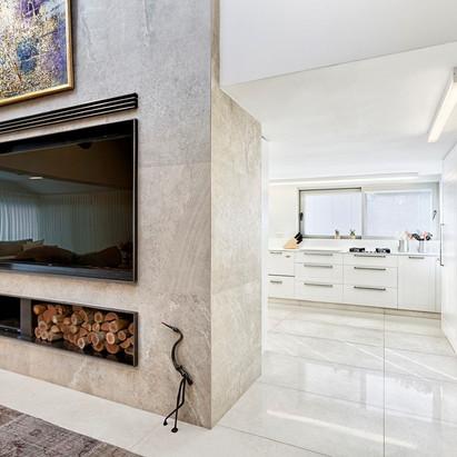מטבח וקיר הטלויזיה
