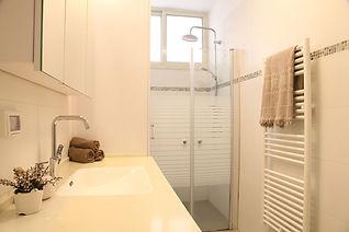 מגבות אחידות במקלחת