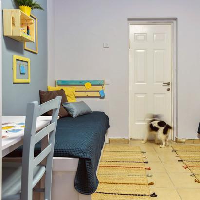 מבט אל הכניסה לחדר