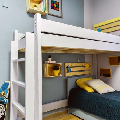מבט אל מיטת הקומתיים
