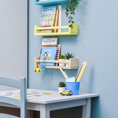 שולחן לימודים ויצירה