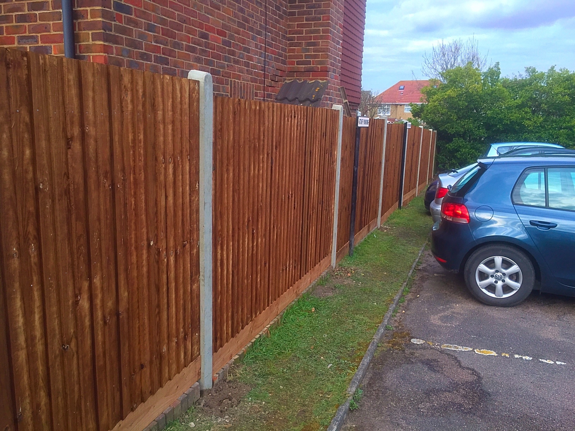 Strong straight fencing in Erith.