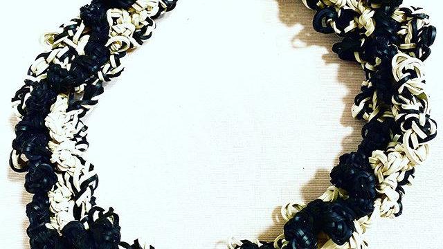 triple knots black&white