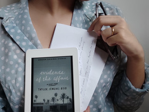 """Vem conhecer """"Evidence of the Affair"""", conto epistolar de Taylor Jenkins Reid (Resenha)"""