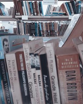 Dia do Bibliotecário: entrevista especial sobre a profissão, o cuidado e o amor aos livros