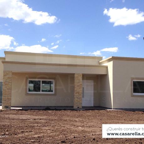 Entregamos una nueva casa en el Barrio Haras Santa María.