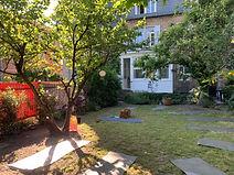 Outdoor Yoga Karlsruhe im muktimind Garten