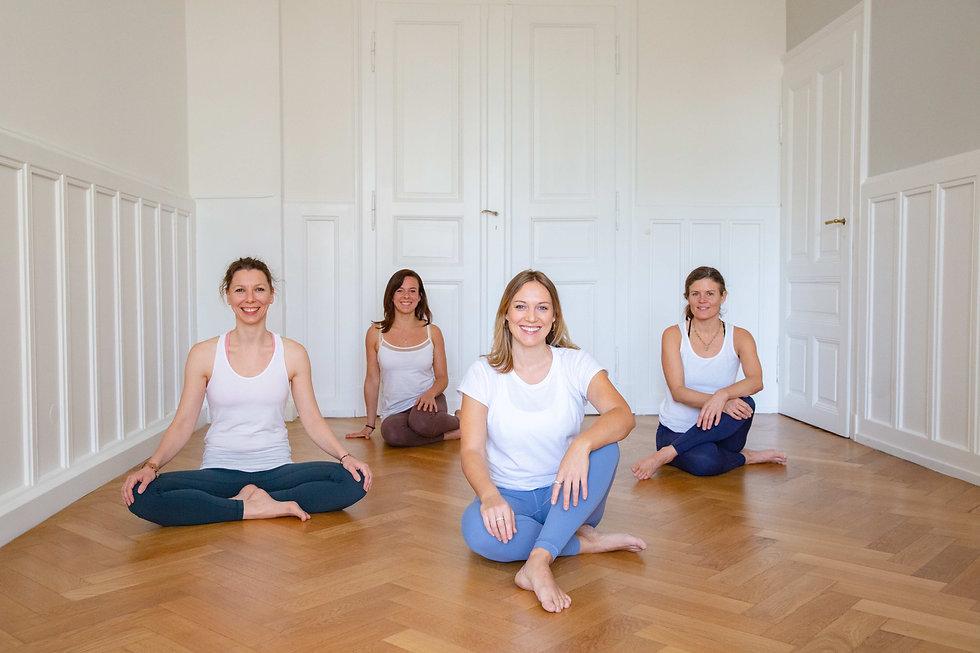 team-praxis-muktimind-yoga-karlsruhe.jpg