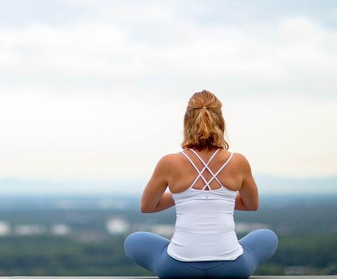 Rebecca Utz: Yoga Coach mit Blick über Karlsruhe