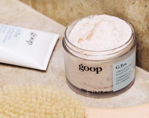 jar of himalayan salt scrub for hair