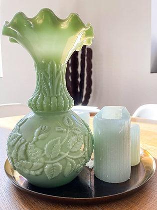Ravissant vase en opaline verte