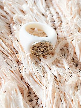 Chevalière colori ivoire avec rosace
