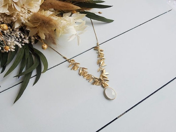 Collier feuille et pendentif blanc