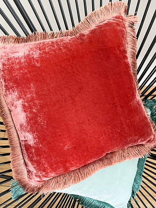 Coussin 30 X 30 en velours de soie by Anke Drechsel _ Shaded Rose