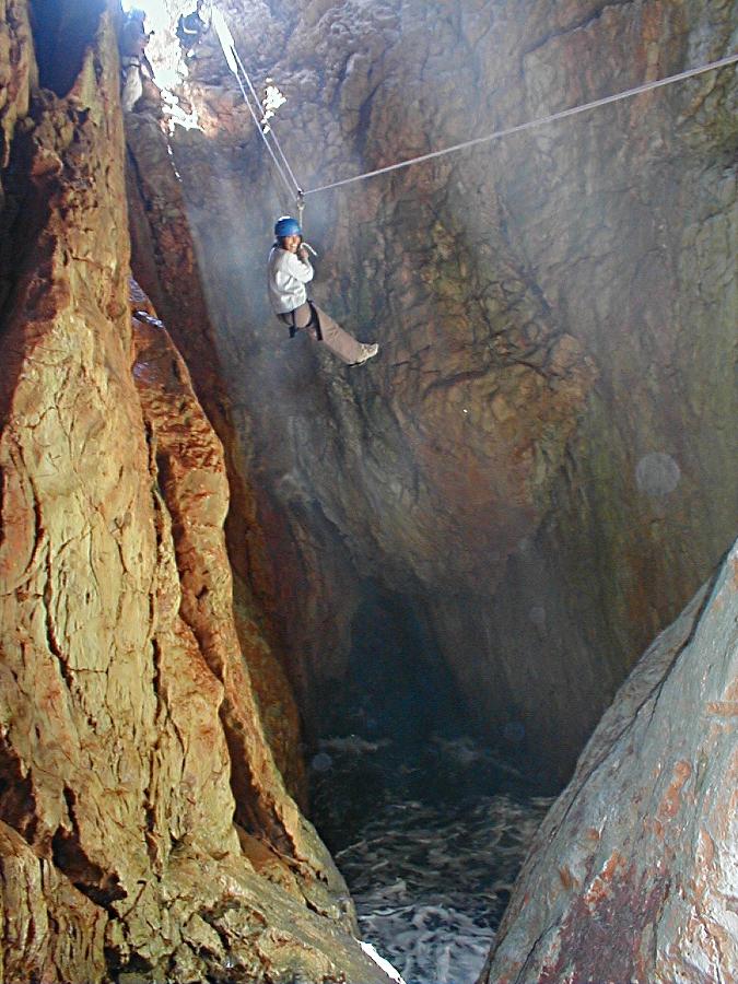 Tyrolienne - grotte des capelans