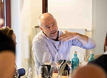 Sigi Hiss ist erfahrener Weinjournalist und Weinkritiker. Er schreibt unteranderem für Vinum und Fine Weinmagazin.