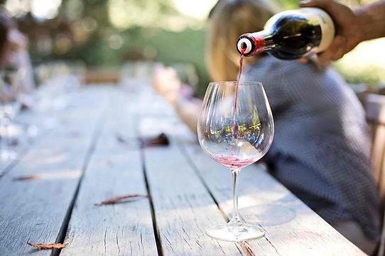wine-1952051_1920-min.jpg