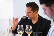 Andre Macionga ist der Sommelier und Gastgeber des 2 Sterne Restaurants von Tim Raue in Berlin. Andre Macionga wurde von FAZ, Gault&Millau und der Berliner Meisterköche als Sommelier und Gastgeber des Jahres ausgezeichnet.