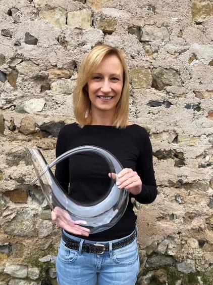 LagenCup Weiß 2020 Sandra Sauer erhält ihre Trophäe zur Winzerin des Jahres