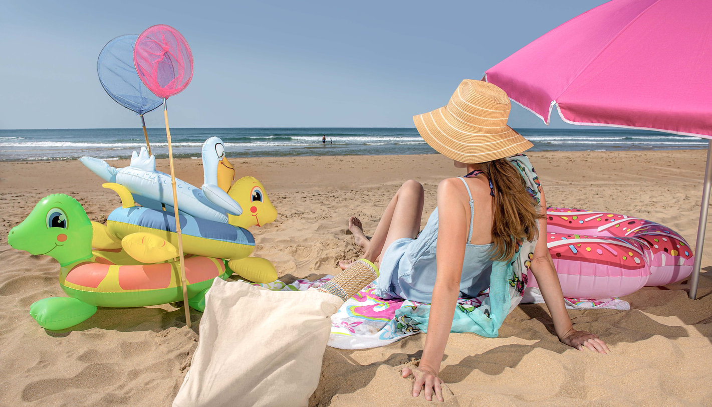 1_Woman_beach_fun_sunny_holiday2.jpg