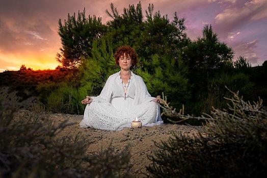 Maestra Ishwa  Odíne- Yoga lumínico Sola