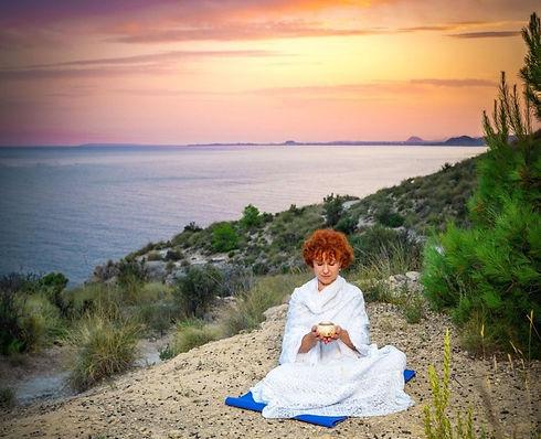 Ishwa Odíne-Yoga lumínico Solar Y Medita
