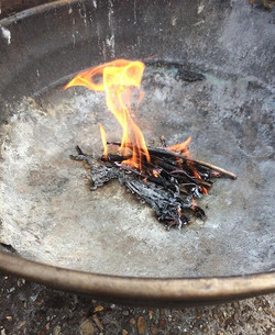 Testing out the fire wok _growmayow excited to tell stories round our camp fire at our sessions! 🔥�