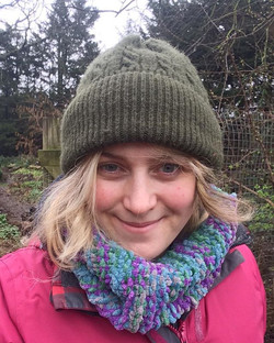 Hello from _growmayow! 🌺__My name is Holly Dabbs and I run _foxgloveforestschool 🦊__After a career