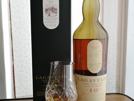 Lagavulin 16 (The Whisky Series)