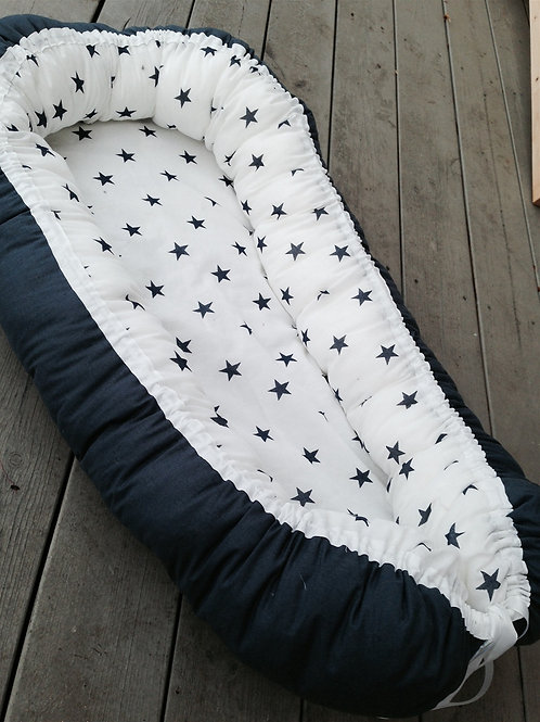 Marineblått nest med stjerner