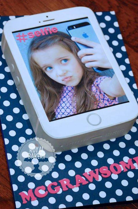 iPhone Selfie Cake