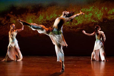 """""""Moss #5"""" choreography by Jacqulyn Buglisi.     Photo: Steven Pisano."""