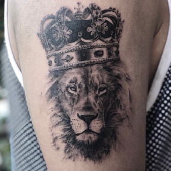 Low Bar Ink_Lion with Crown tattoo
